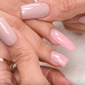 Reparatie unghie cu gel