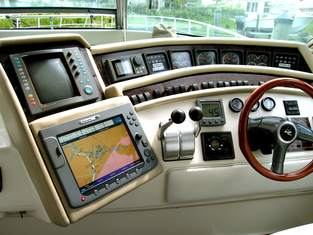 hight resolution of photos of boat electronics