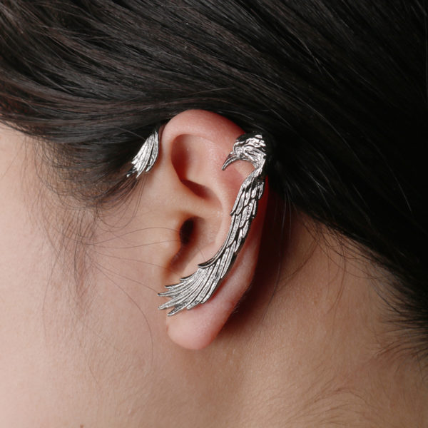 Elliz Clothing Eagle Earring Model
