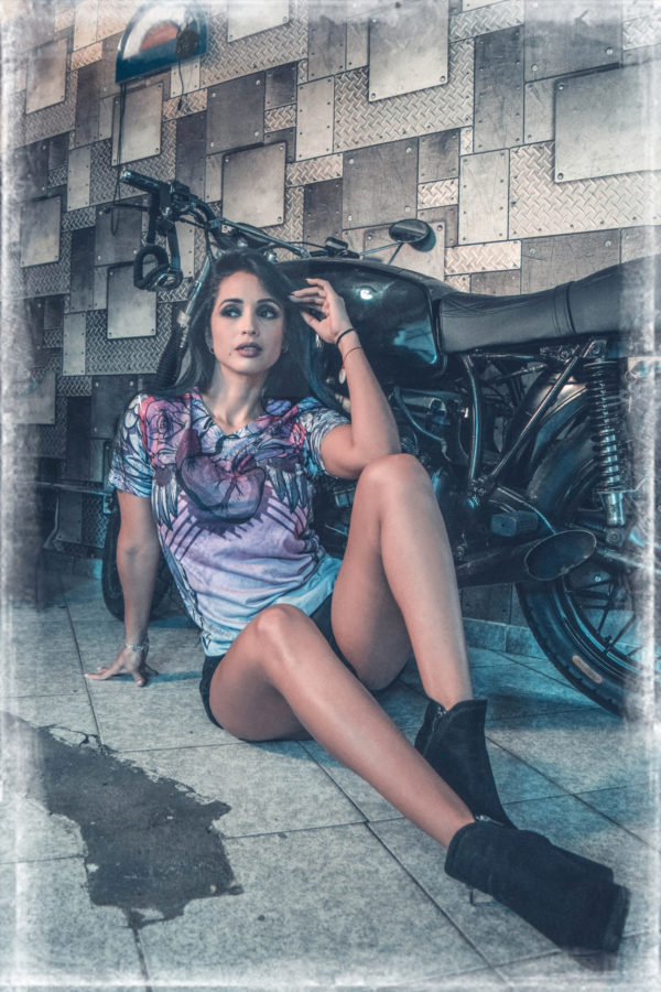 Elliz Clothing Winged Heart Pink biker girl V-neck model