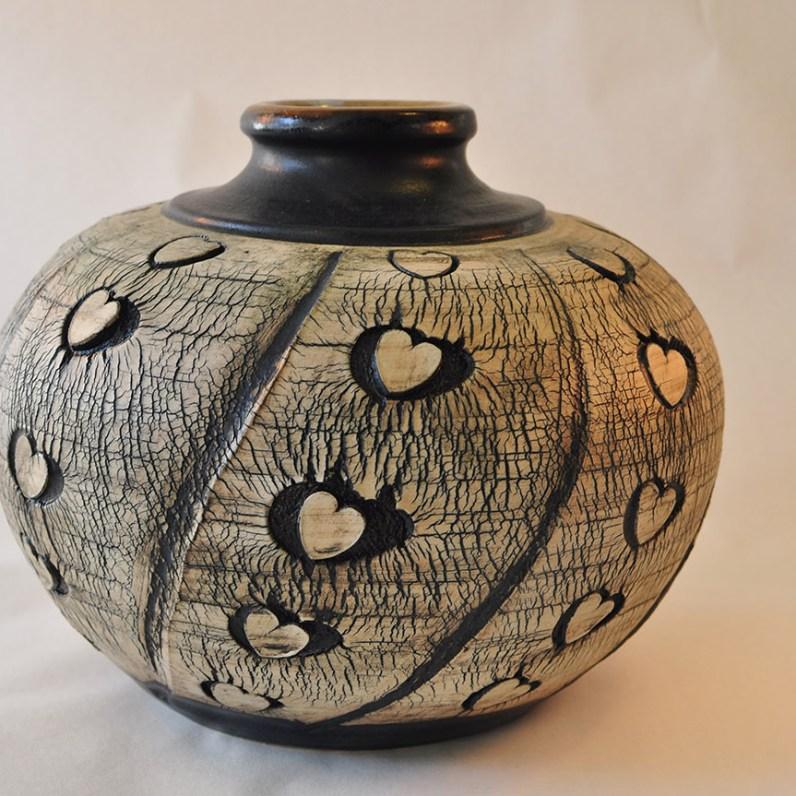 Keramik vase med sorte hjerter - Elly Pedersen Keramik