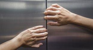 كيفية إنقاذ فرد عالق بمصعد معطل..!