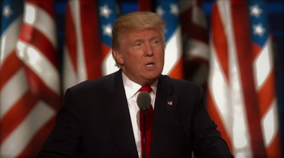 Donald Trump atril 940x525