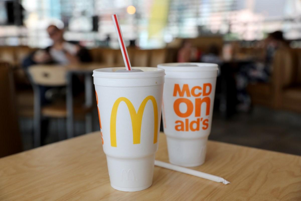 McDonald's reemplazaría sus sorbetes de plástico para reducir el impacto ambiental