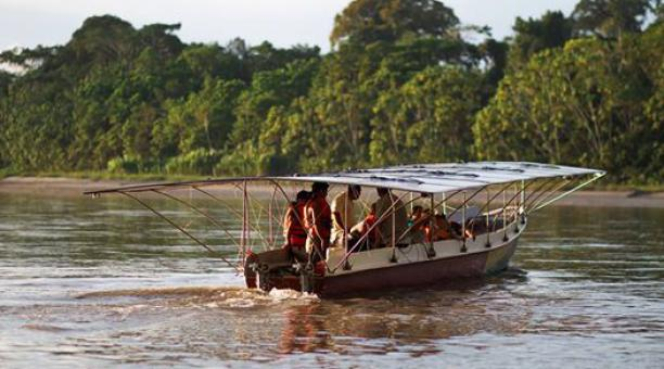 Resultado de imagen para barco energia solar selva ecuatoriana