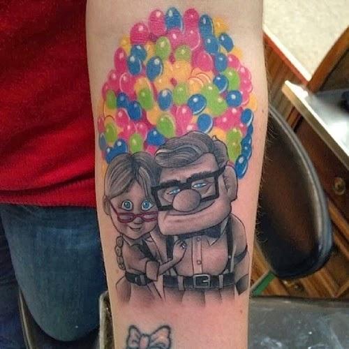 tatuaje en el brazo de Carl y Ellie de la película Up