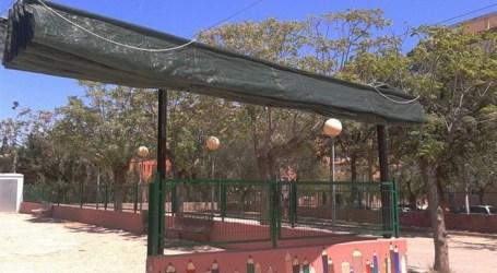 Aldaia instala una malla para que escolares del Barrio del Cristo tengan sombra en el patio