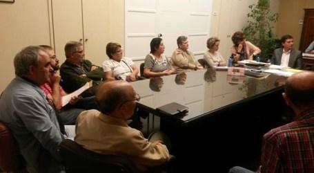 García explica a las asociaciones de vecinos de Burjassot los temas pendientes de la Generalitat