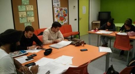 Cien estudiantes de Xirivella utilizan el servicio 'Fora de clase' para hacer sus tareas académicas