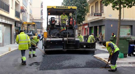 Manises mejora el asfaltado de algunas de sus calles
