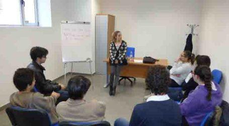 90 jóvenes practican inglés con los cursos que ofrece el Ayuntamiento de Alfafar
