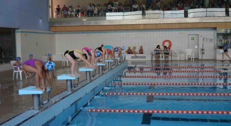 La piscina de Aldaia acoge el campeonato de natación comarcal de l'Horta Sud