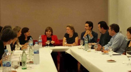 La presidenta del PPCV se reúne en Torrent con representantes de las Escuelas Infantiles