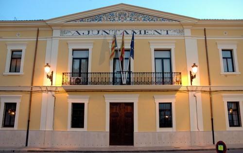El pp de manises critica que el cuatripartito deja el for Piscina municipal manises