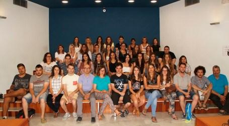 Becarios de la DiputeBeca colaboran en un programa de igualdad de género de la Diputación