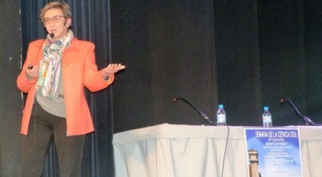 La doctora Marina Gisbert, primera mujer forense de la Comunitat Valenciana, imparte una conferencia en la Semana de la Ciencia de Quart