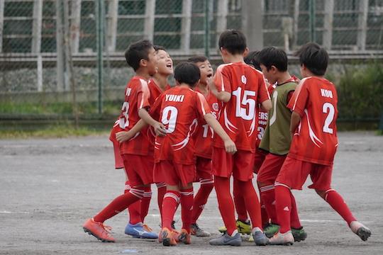 4年生(45期)は「花小金井シューターズFC・U-10招待大会」に参加し、優勝しました!