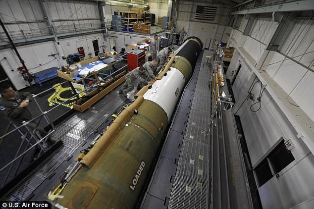 LA OTAN INSTA A SUS MIEMBROS QUE VOTEN EN CONTRA DE LA PROHIBICIÓN DE ARMAS NUCLEARES