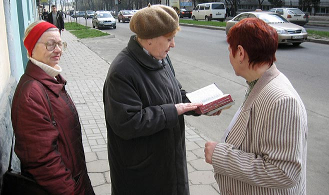 "RUSIA PROHIBE A LOS TESTIGOS DE JEHOVÁ ""POR EXTREMISTAS"""