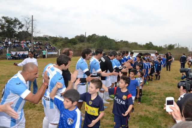 Los históricos del seleccionado argentino de futbol visitaron Rio Ceballos para el disfrute de los presentes.