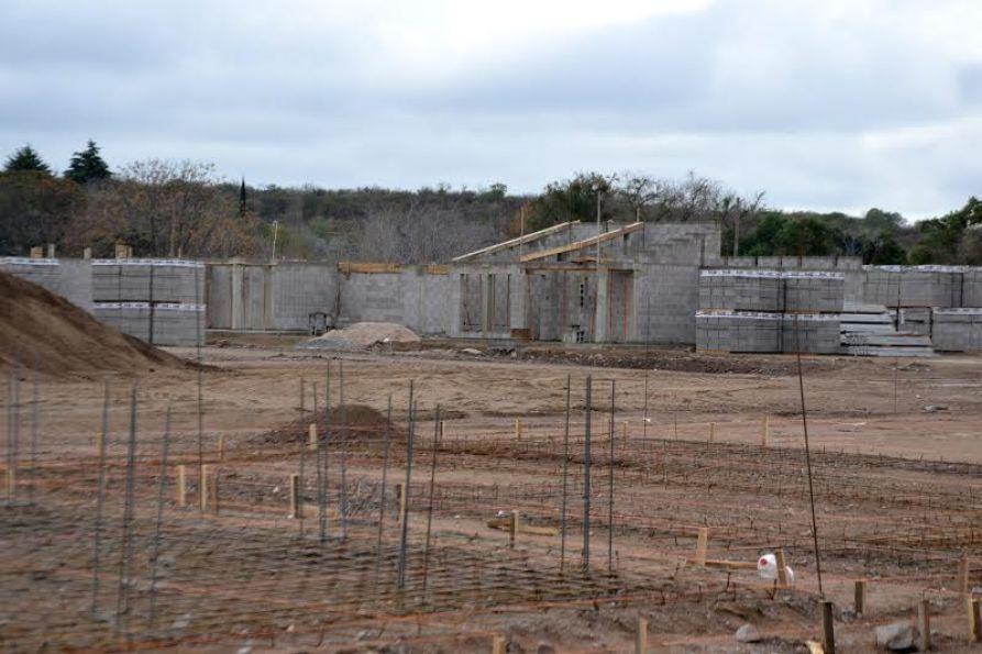 Los municipios aseguran que las construcciones están demoradas por la falta de envío de materiales desde la Provincia.
