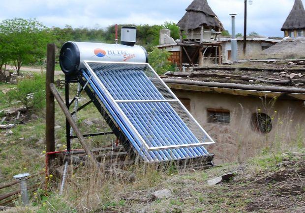 La mayoría de las viviendas que utilizan paneles de energía solar en Sierras Chicas lo hacen para tener agua caliente en los termotanques.