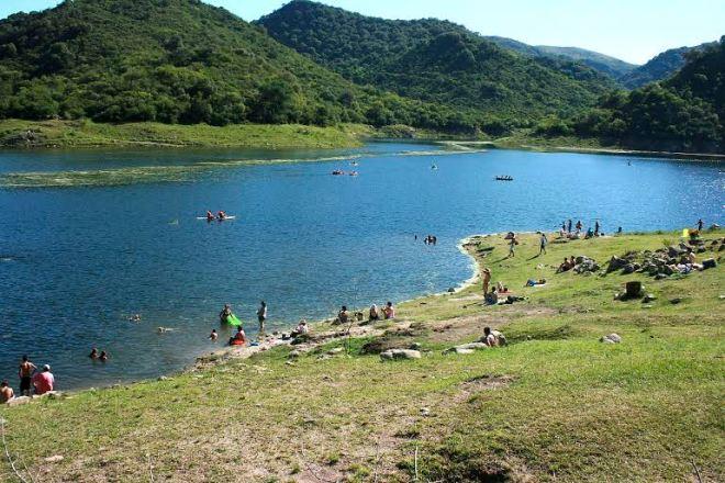 Si bien Sierras Chicas cuenta con una oferta cultural muy grande a nivel nacional y una belleza paisajística inigualable, la falta de un proyecto turístico a mediano y largo plazo hace que este sector no esté tan desarrollado en la región.