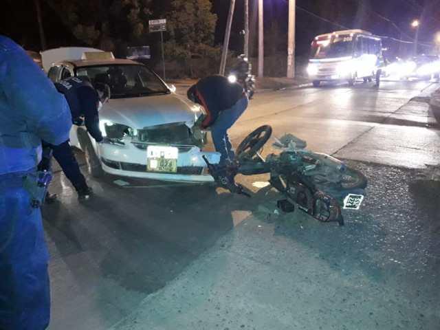 Fue en Unquillo, un motociclista perdió el control y terminó lesionado 4
