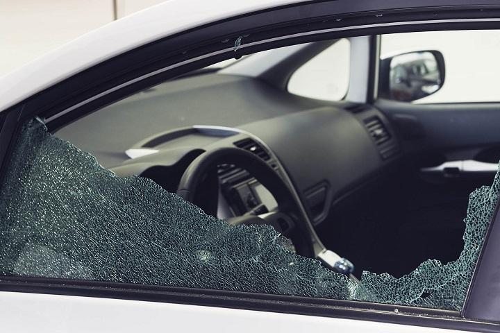 Rompieron el vidrio de un auto y se llevaron un costoso violonchelo de adentro