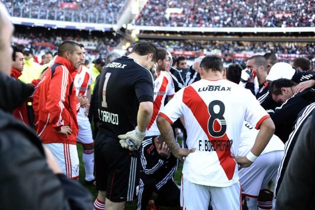 LA FOTO DEL DÍA: hace 8 años River Plate descendía a la B Nacional 21