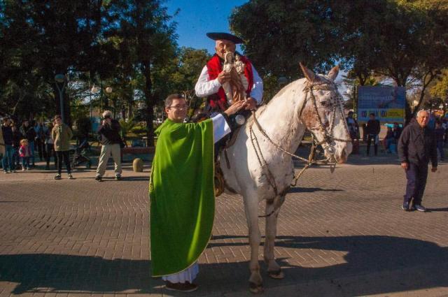 Emocionante inicio de las Fiestas Patronales en Villa Allende 14