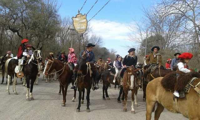 Emocionante inicio de las Fiestas Patronales en Villa Allende 20