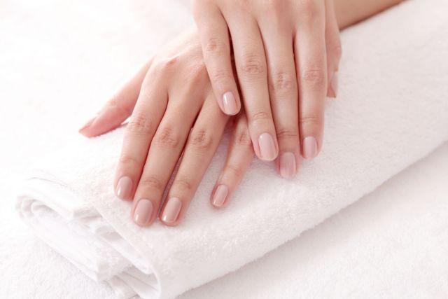 Semipermanente en uñas: cuidado y moda que se expande 1