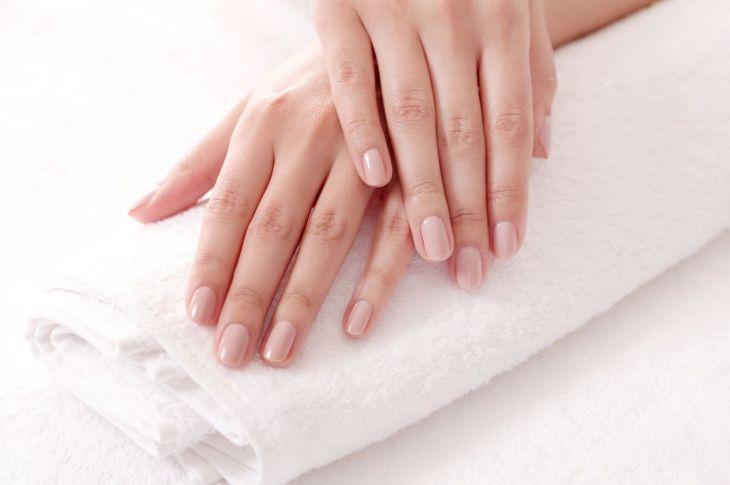 Semipermanente en uñas: cuidado y moda que se expande 9