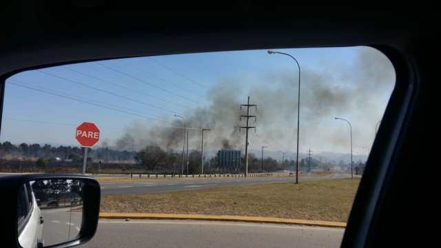 Incendio en Colectora de Villa Allende: hay una mujer detenida 2