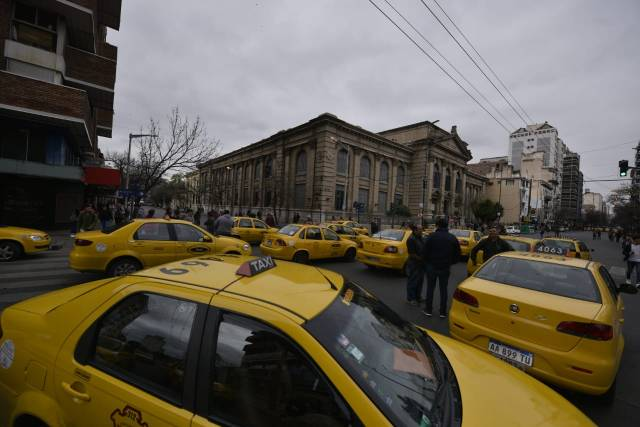 Malestar en taxistas y remiseros por el desembarco de Uber en Córdoba 1