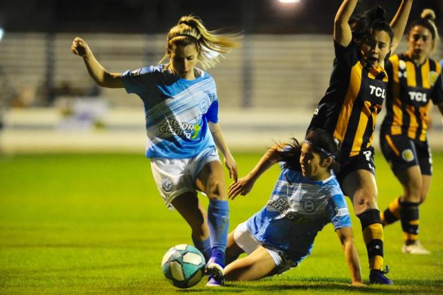 ¡Histórico! El fútbol femenino profesional puso primera 2