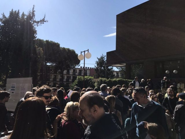 Masiva participación de votantes argentinos en el exterior 18