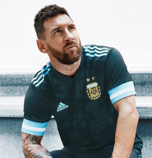 Argentina con nueva camiseta suplente, estrenará frente a Brasil 4