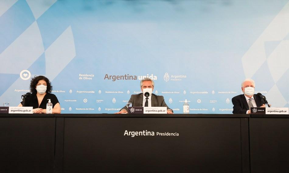 <strong><em>El presidente Alberto Fernández junto a la secretaria de Acceso a la Salud, Carla Vizzotti, y al ministro de Salud, Ginés González García, en los anuncios referidos a la pandemia. </em></strong>Foto gentileza Gobierno de la Nación.