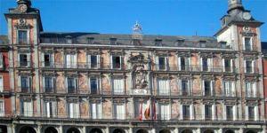 La Plaza Mayor se pone guapa para su IV centenario.