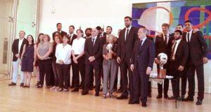 El Real Madrid de Baloncesto con la alcaldesa.