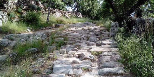 Calzada romana El escorial restos piedras