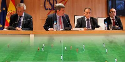 Los clubes de fútbol reducen su deuda a la mitad.