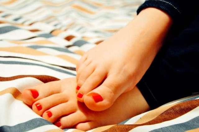 pies uñas pintadas