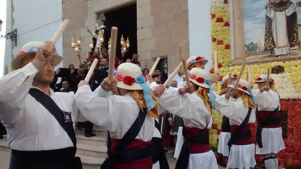 El Ball dels Bastons de Teulada del Grup de Danses Font Santa un smbolo de la fiesta grande