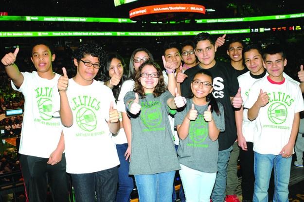 ➥➥ Estudiantes de la Mario Umana y la Excel Academy fueron reconocidos por su excelencia académica frente a cientos de personas en el TD Garden.