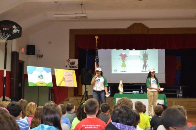 Estudiantes participan en jornadas de concientización por la Madre Tierra.