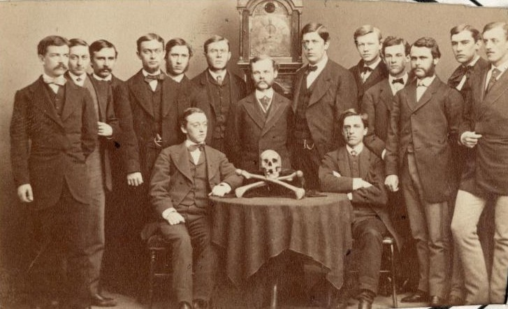 skull and bones sociedades secretas