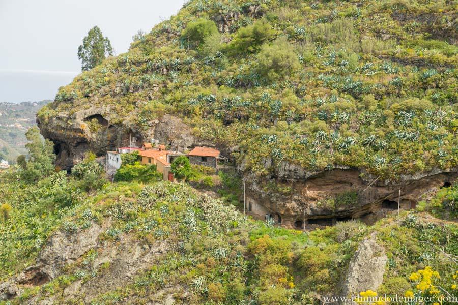 Casas Cuevas en Cuesta Falcón